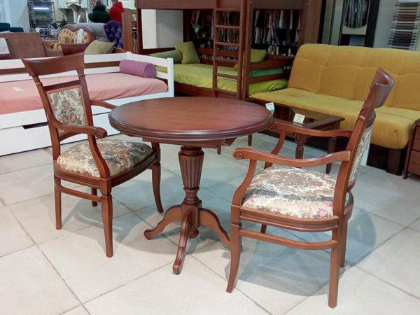 Раскладной стол и два стула из массива кавказского бука