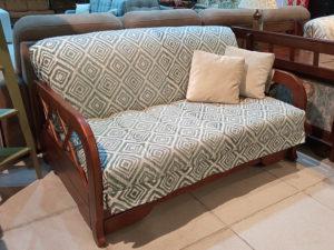 Компактный раскладной диван из массива бука.