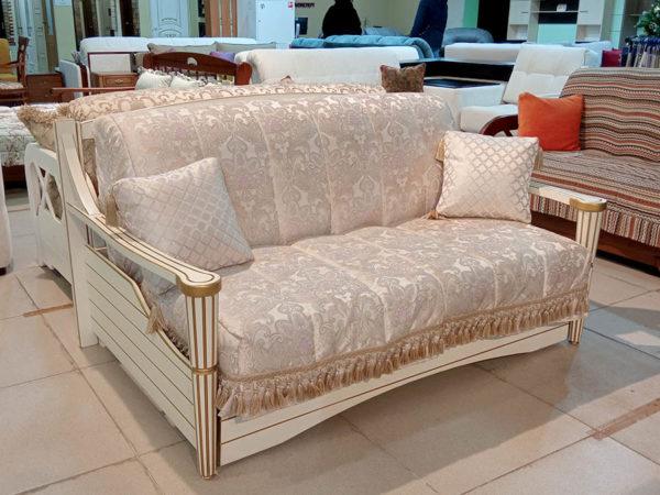Малогабаритный раскладной диван из массива бука