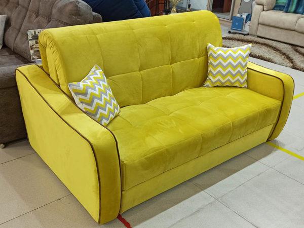 Классический диван аккордеон с мягкими подлокотниками жёлтый