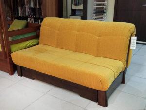 Двухместный диван-кровать без подлокотников из массива кавказского бука