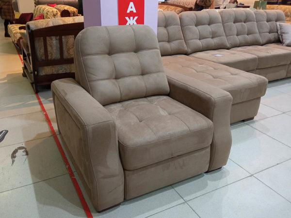 Компактное кресло-кровать с выкатным механизмом