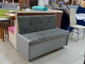 Компактный прямой кухонный диван с большим коробом