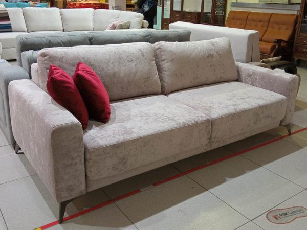 прямой диван-пантограф на ножках Наоми бежевый