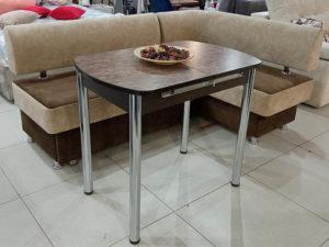 Раздвижной кухонный стол на металлических ножках