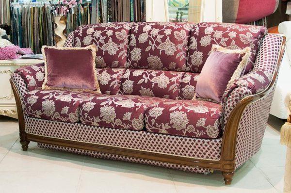 Наполнение дивана - ППУ. Декор - массив бука.